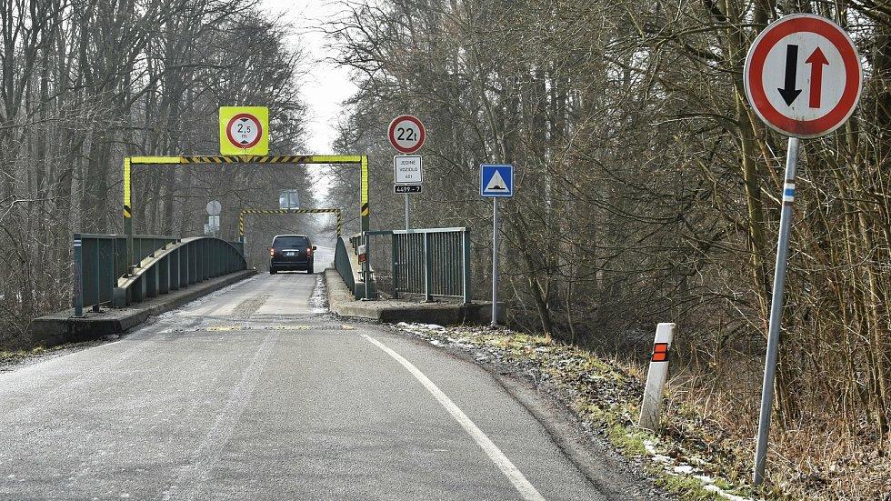 Most přes řeku Moravu spojující Mladeč a její místní část Nové Zámky