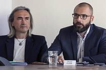 Stanislav Flek (vlevo) - lídr kandidátky hnutí spOLečně, a Pavel Fryšák - dvojka kandidátky