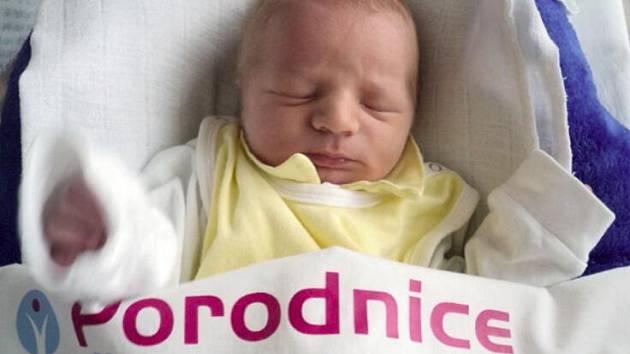 Alan Dvořák, Velký Týnec, narozen 12. března ve Šternberku, míra 46 cm, váha 2900 g