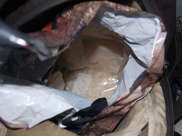 Batoh, ve kterém mladík převážel 1kg pervitinu
