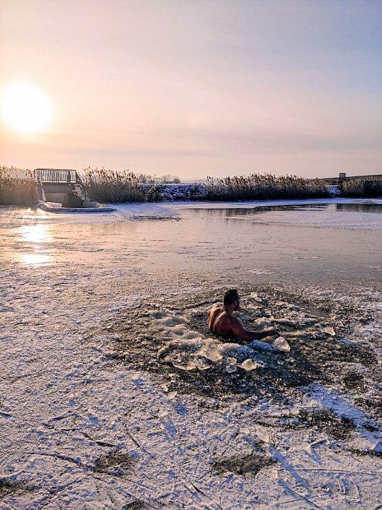 Krásný únorový podvečer strávený u vody. Teplota vzduchu byla -5. Teplota vody těžko říct.