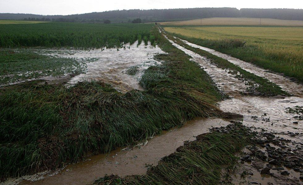 Loučka, voda z polí. Následky bouřky 1.7.2019