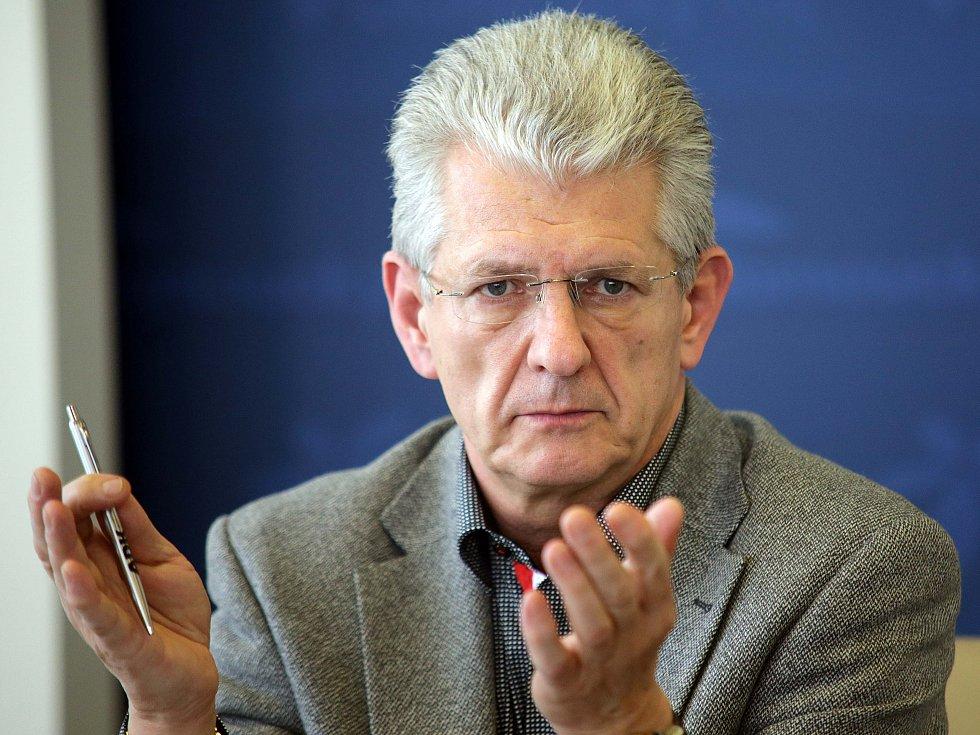 Oto Košta hejtman Olomouckého kraje na tiskovce k svému odstoupení.