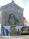 Wild Drawing tvoří street art na fasádě bývalého mlýna v Lafayettově ulici v Olomouci