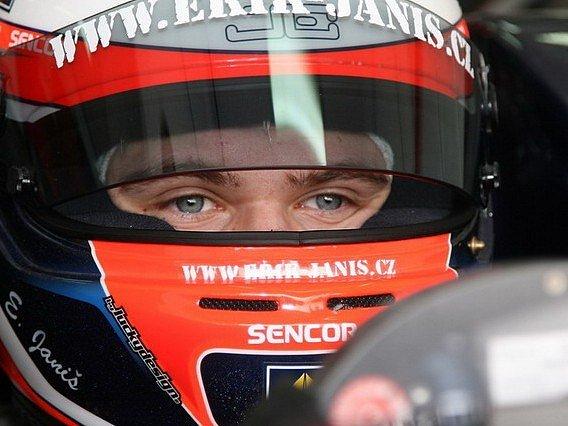 Erik Janiš za volantem.