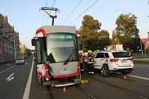 Opilá řidička nedala přednost tramvaji, při střetu se zranila