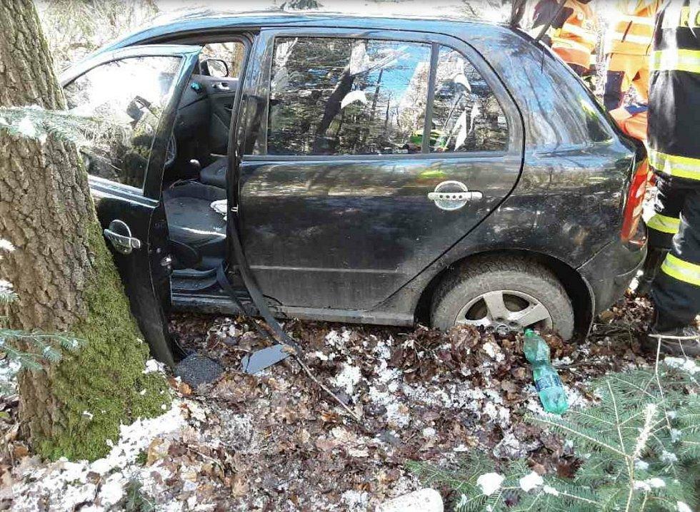 Vážná dopravní nehoda mezi Ptením a Suchdolem naštěstí tragicky neskončila. 6.3. 2021
