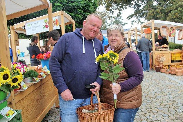 Tradiční selské trhy na Zámeckém náměstí ve Velké Bystřici.