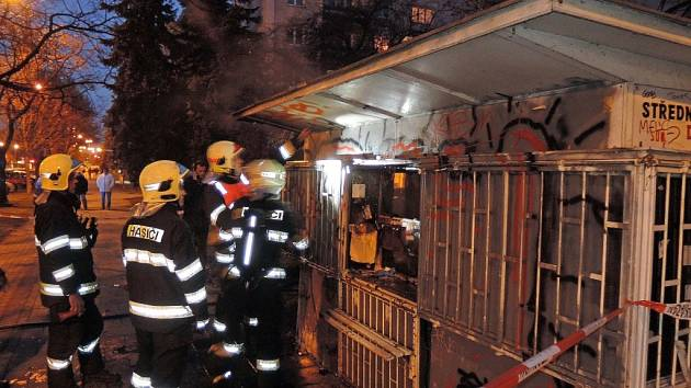 Požár bývalého novinového kiosku na třídě Kosmonautů v Olomouci