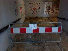 Podchodem pod Brněnskou ulicí se Olomoučané dostanou bez potíží. Kluzká místa technické služby ošetřily posypem.