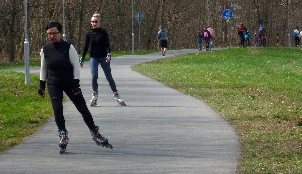 Stezka podél Mlýnského potoka na olomoucké přírodní koupaliště Poděbrady, sobota 10. dubna 2021