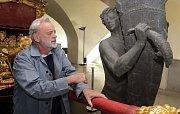 Ivan Theimer na velké výstavě svých děl s názvem Via Lucis v olomouckém Arcidiecézním muzeu