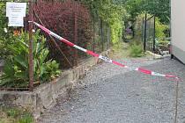 V olomoucké městské části Svatý Kopeček město rozprodalo uličku mezi zahrádkami majitelům okolních pozemků. Lidé, kteří zkratku využívali, se postavili proti