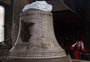Model třetího zvonu pro chrám sv. Michala ve zvonařské dílně v Brodku u Přerova.