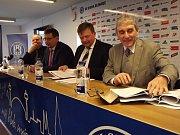Andrův stadion patří od středy městu. Zástupci Olomouce a akciové společnosti SK Sigma Olomouc svými podpisy stvrdili obchod za bezmála 145 milionů korun.