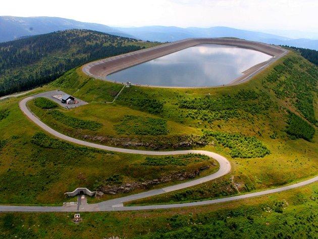 Horní nádrž přečerpávací elektrárny Dlouhé stráně v Jeseníkách