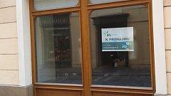V historickém centru Olomouce není těžké narazit na prázdnou prodejnu k pronájmu..