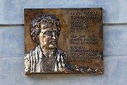 Pamětní deska Pavlu Dostálovi.