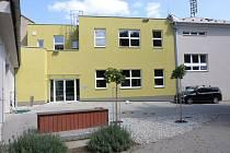 V základní škole Zolova ve Slavoníně mají dvě nové učebny, šatny pro žáky, zázemí pro učitele a výtah.