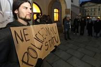 Petice a protest proti zátahu na growshopy v Olomouci