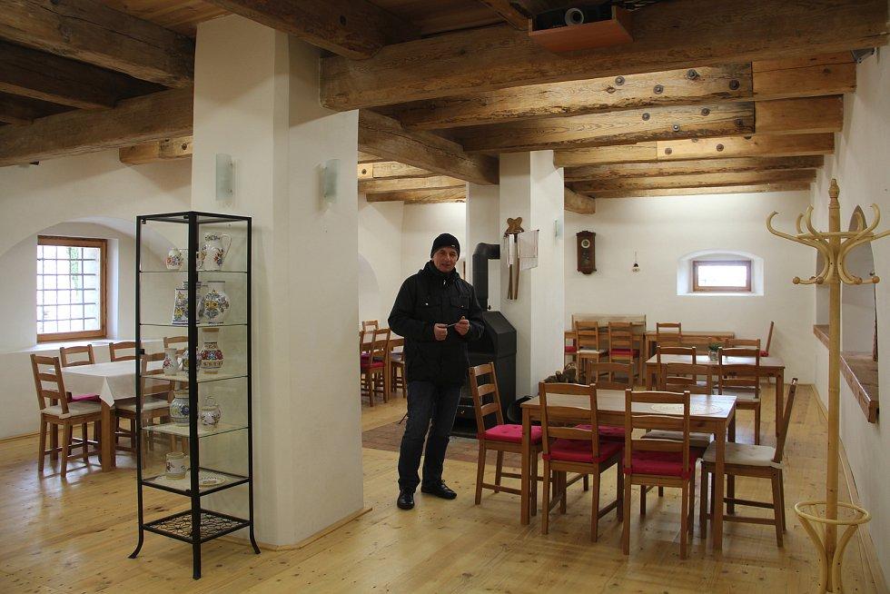 Prostory pro vzájemná setkávání a pořádání workshopů v barokní sýpce v Ludéřově