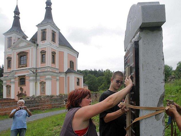 Obnova pomníku padlým ve Staré Vodě