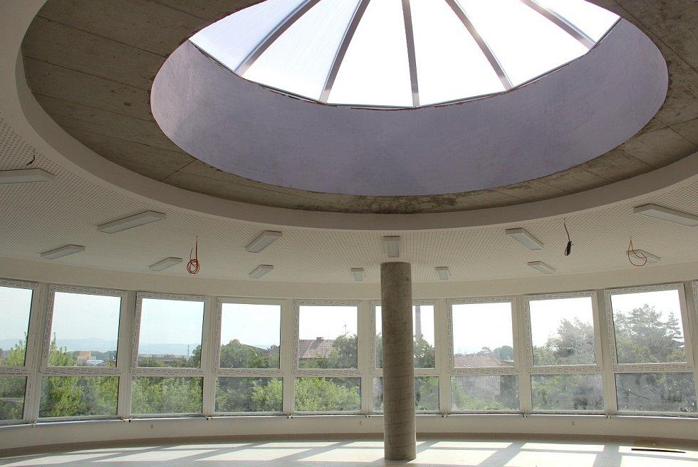 Práce v interiéru Waldorfské školy v olomoucké čtvrti Hejčín, 13.7. 2021