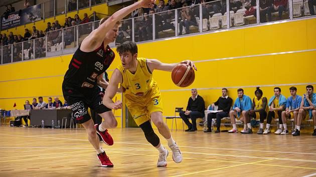 BK Redstone Olomoucko (ve žlutém) v olomoucké Čajkaréně vstoupilo do soutěže vítězně. Ilustrační foto
