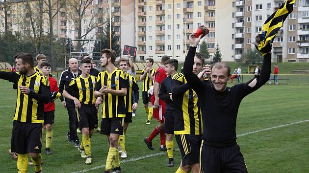 Fotbalisté Nových Sadů (ve žluto-černém) porazili Přerov 4:1.