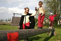 Lety čarodějnic přilákaly děti do lanového centra.