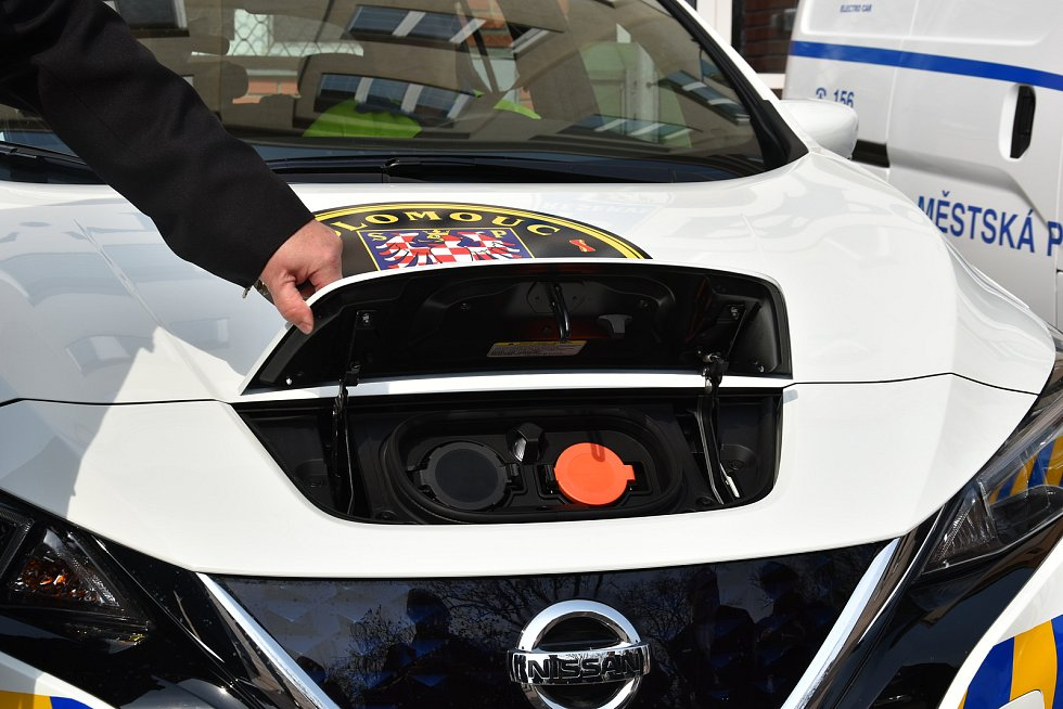Městská policie Olomouc převzala tři nová auta na alternativní pohon