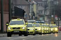 Pietní jízda taxikářů.