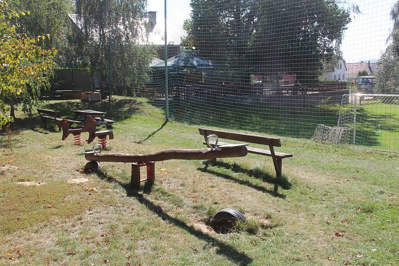 Bukovany. Ve sportovním areálu je také dětské hřiště pro nejmenší návštěvníky.
