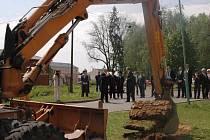 Slavností zahájení rekonstrukce Zámeckého náměstí ve Velké Bystřici