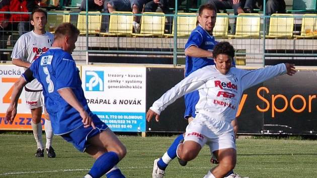 Brazilec v dresu olomouckého HFK Angelo Da Silva (s míčem) prolomil v utkání 22. kola druhé ligy střelecké trápení a jednou brankou přispěl k důležitým bodům.