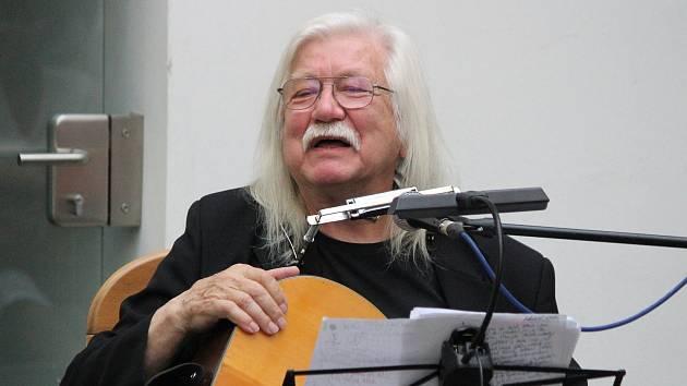 Textař, fotograf, písničkář, básník a spisovatel Josef Fousek