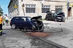 V středu havarovaly ve Výšovicích na Prostějovsku dva osobní vozy. Jeden z nich začal hořet. Při nehodě utrpělo zranění šest lidí.