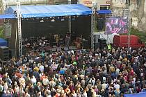 Koncert Sbohem pane ministře v proluce Muzea umění Olomouc.