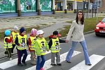 Děti v reflexních vestách. Ilustrační foto