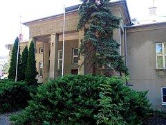 Vila v Rokycanově ulici, kde policisté našli stovky rostlin konopí