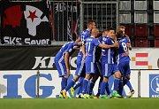 Fotbalisté Sigmy slaví u sektoru slávistických fans vyrovnávací gól