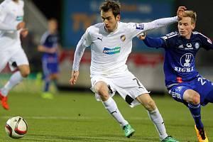 Tomáš Hořava (v bílém) proti Sigmě na Andrově stadionu