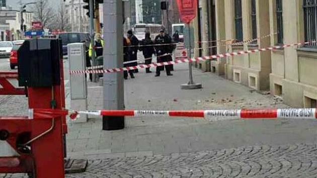V Legionářské ulici v centru Olomouce spadly na chodník kusy zdiva