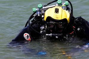 Mrtvé tělo se objevilo v úterý odpoledne v řece Svratky v brněnském Jundrově. Z vody jej vytáhli policejní potápěči. Ilustrační foto