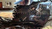 Auto v Dubu nad Moravou narazilo do domu, tři zranění