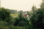Tragická událost zastavila v neděli odpoledne železniční dopravu z Olomouce do Prahy. U Štěpánova vypadla z vlaku tříletá dívka. Zraněním na místě podlehla.