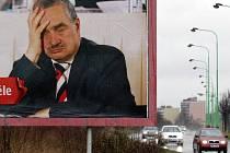 Reklama s ministrem Schwarzenbergem by měla už brzo zmizet z ulic.