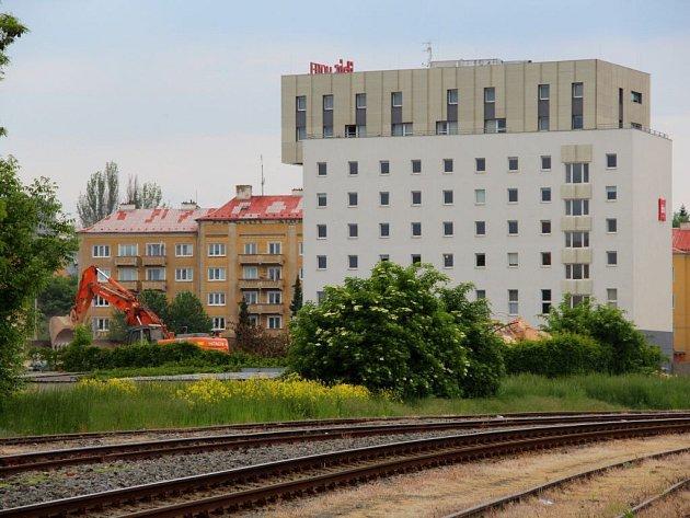 Květen 2015. Pokračuje demolice bývalé sladovny u Wolkerovy ulice v Olomouci