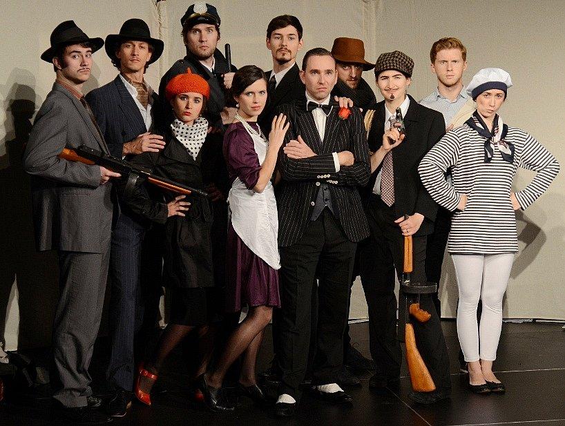 Současný fenomén v amatérském divadle, mafiánský IL CONGELATORE, přijede do Olomouce!
