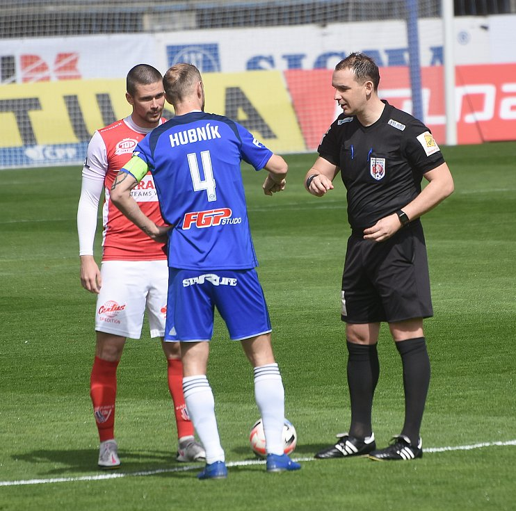 SK Sigma Olomouc - FK Pardubice 0:1 (0:0) Roman Hubník, rozhodčí Julínek